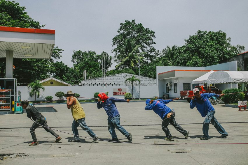 team pulling rope